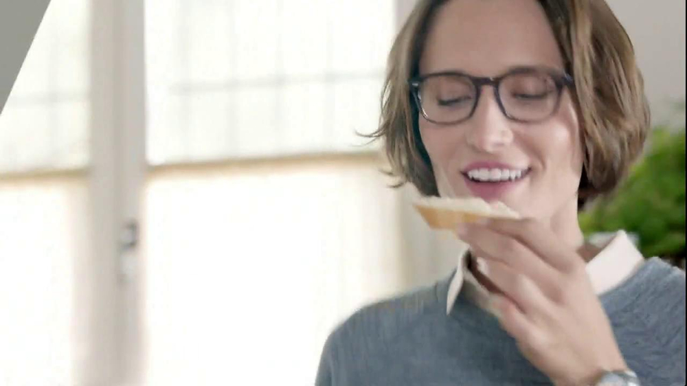 The Laughing Cow Light Creamy Swiss TV Spot, Song by Fitz and the Tantrums - Screenshot 7