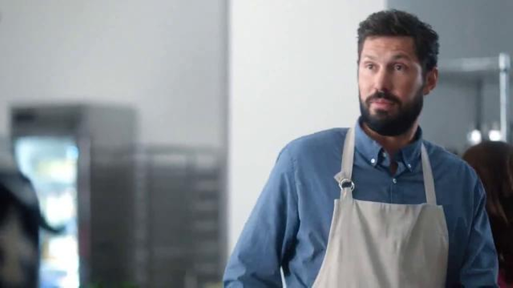 Verizon NFL Mobile TV Spot, 'Cooking Class' Featuring Drew Brees - Screenshot 2