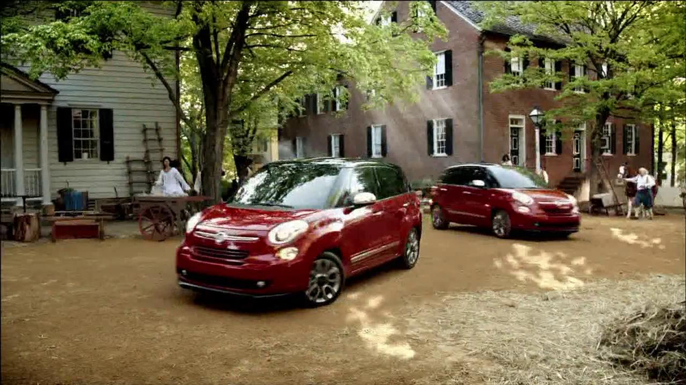 FIAT 500L TV Spot 'The Italians are Coming' Song by T.Rex - Screenshot 10