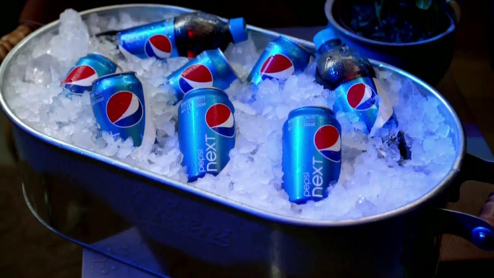 Pepsi Next TV Spot, 'Fiesta en Casa' [Spanish] - Screenshot 3