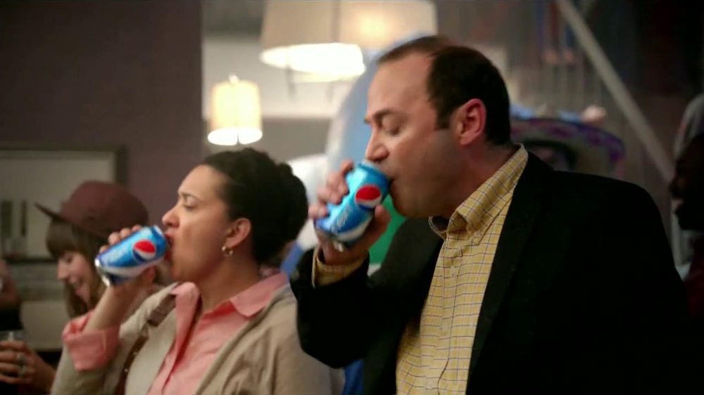 Pepsi Next TV Spot, 'Fiesta en Casa' [Spanish] - Screenshot 5