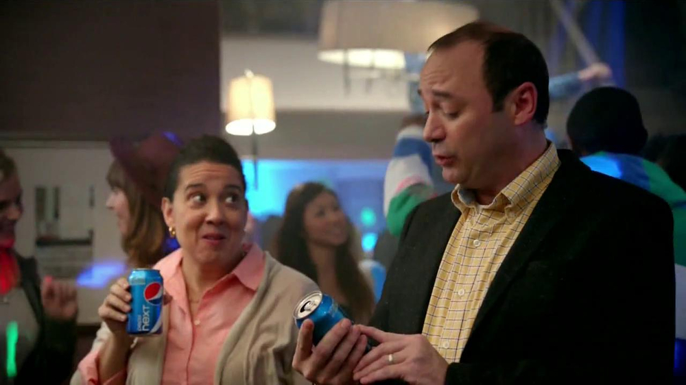 Pepsi Next TV Spot, 'Fiesta en Casa' [Spanish] - Screenshot 9