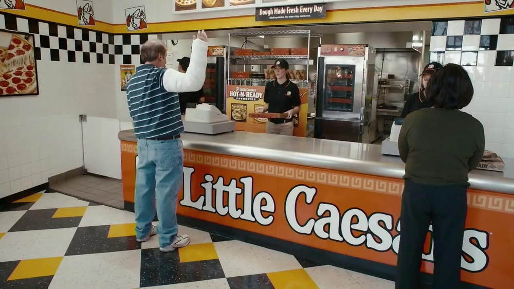 Little Caesars Hot-N-Ready Pizza TV Spot, 'Cast' - Screenshot 1