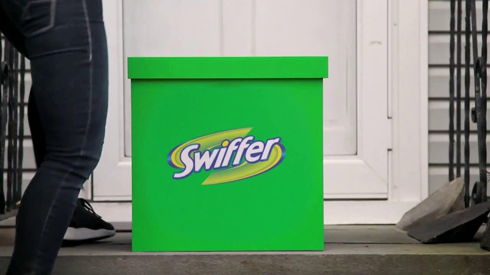 Swiffer Sweeper TV Spot, 'Elderly Couple' - Screenshot 4