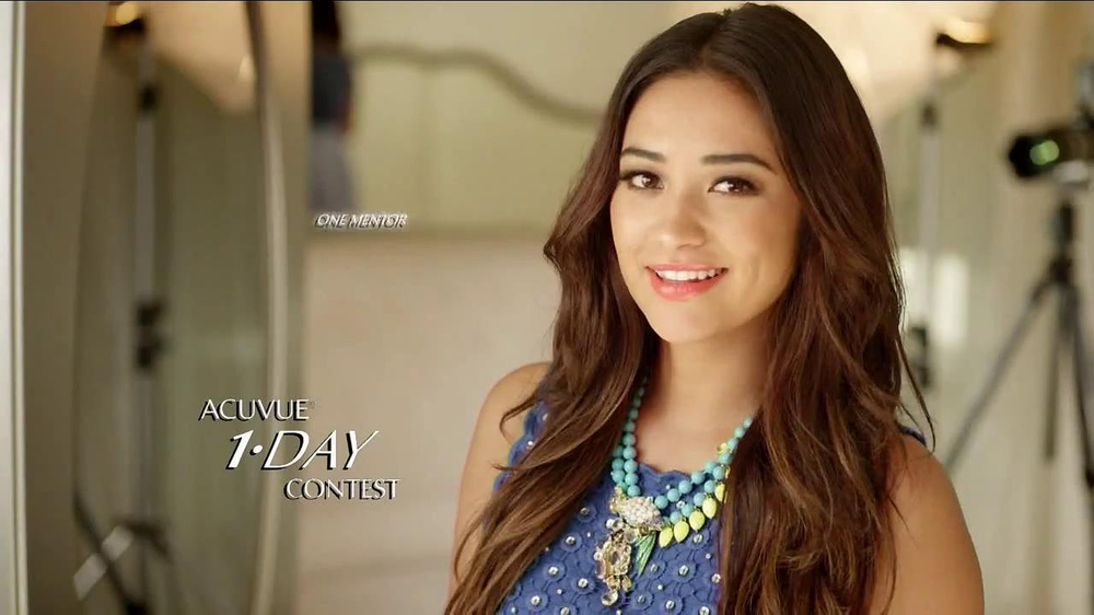ACUVUE Moist TV Spot Featuring Shay Mitchell - Screenshot 1