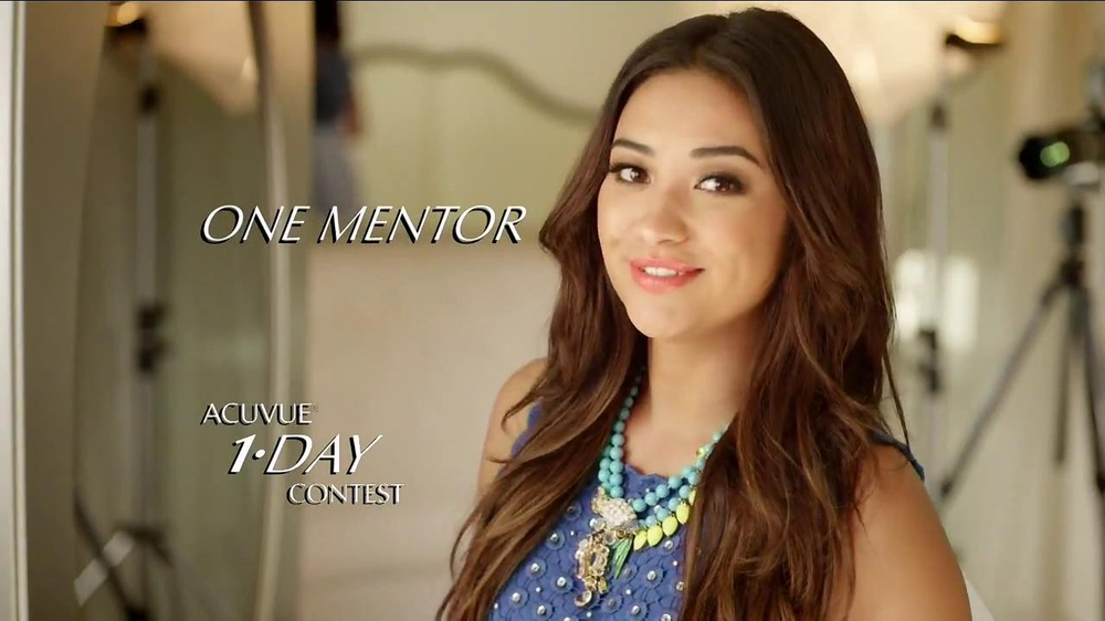 ACUVUE Moist TV Spot Featuring Shay Mitchell - Screenshot 2