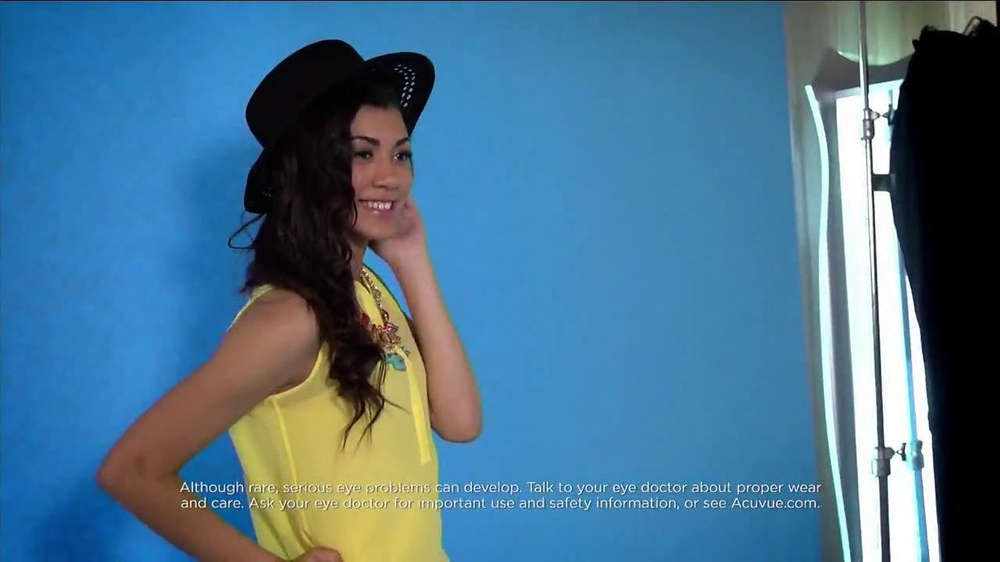 ACUVUE Moist TV Spot Featuring Shay Mitchell - Screenshot 7