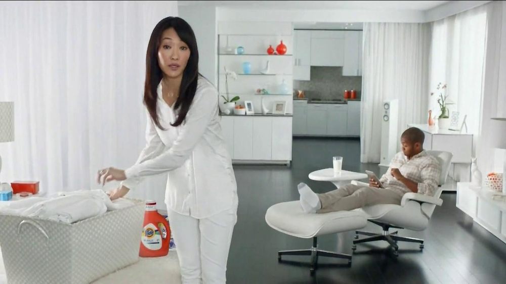 Who Is The Waitress In The Tide Pods Commercial