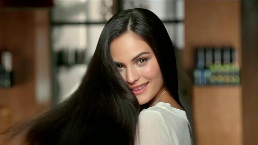 TRESemme Keratin Smooth TV Spot  Spanish  - Screenshot 9Tresemme Keratin Smooth Commercial