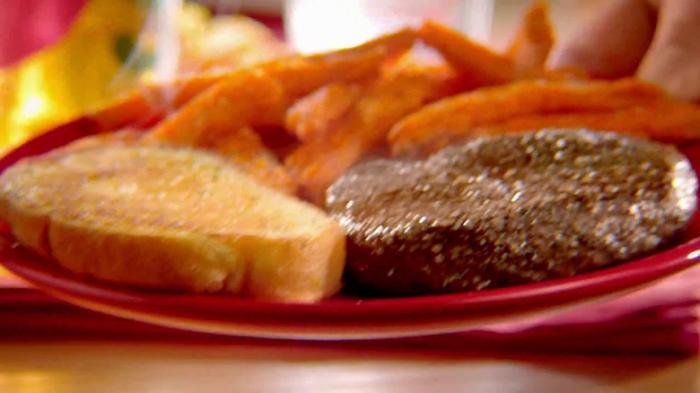 Chili's Steak Lovers Special TV Spot - Screenshot 7