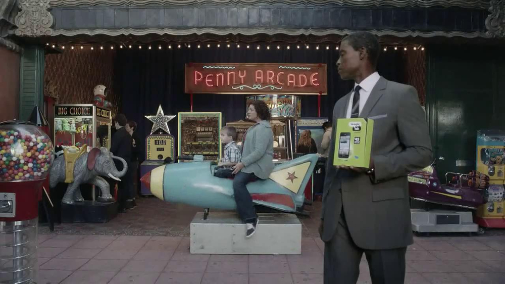 Straight Talk Wireless TV Spot, 'Penny Arcade' - Screenshot 1