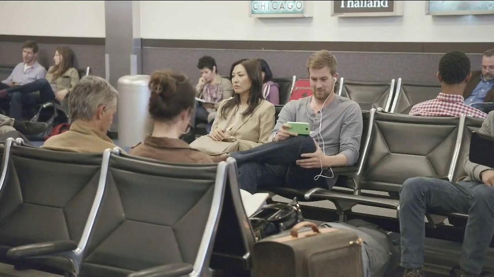 Samsung Galaxy S4 TV Spot, 'Layover' - Screenshot 1