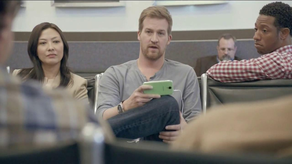 Samsung Galaxy S4 TV Spot, 'Layover' - Screenshot 8