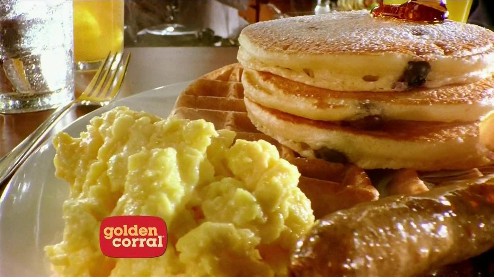 Some of the Golden Corral's serve breakfast from till 7 days a week in larger towns. In smaller towns they serve at on Saturday and Sunday only. All stores serve brunch from till 2 pm 7 days a week. Brunch always has the basic favorites like eggs, bacon, pancakes and waffles.