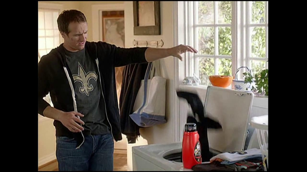 Tide TV Spot, 'Equipment Manager' Featuring Drew Brees - Screenshot 8