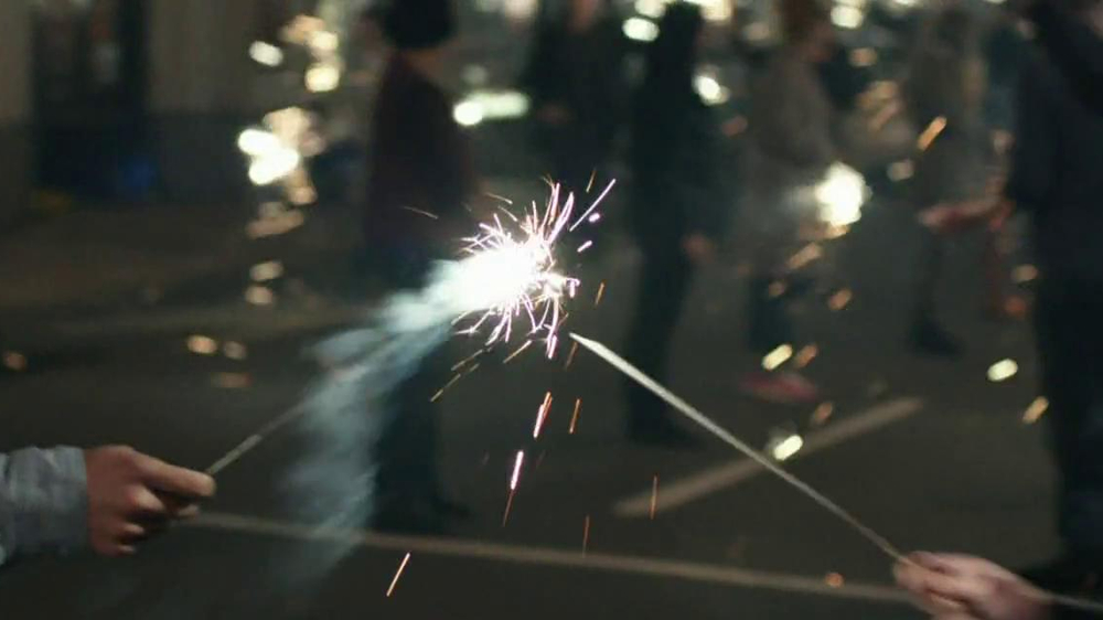 Verizon TV Spot, 'Sparklers' - Screenshot 3