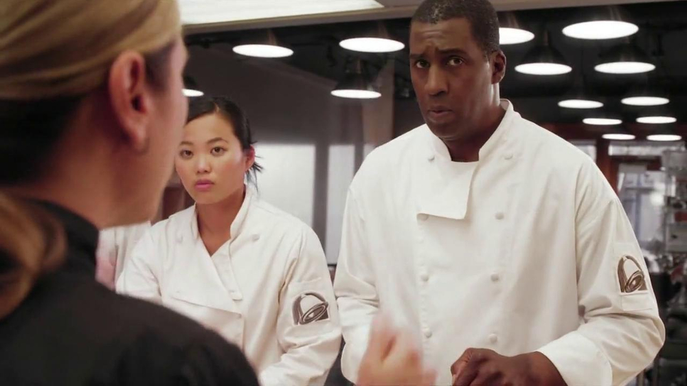 Taco Bell Cantina Double Steak Quesadilla TV Spot, 'Waving Knife' - Screenshot 3