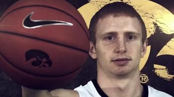 2014 Iowa Hawkeye Basketball Season Tickets TV Spot, 'Heat Things Up'