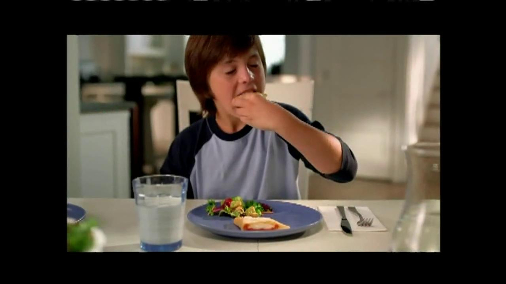 Pillsbury Crescents TV Spot, 'Crescent Pizza Pocket' - Screenshot 6