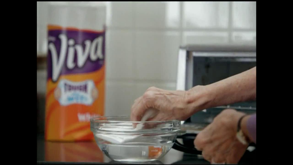 Viva Towels Tough When Wet TV Spot, 'Kitchen' Featuring Mike Rowe - Screenshot 4