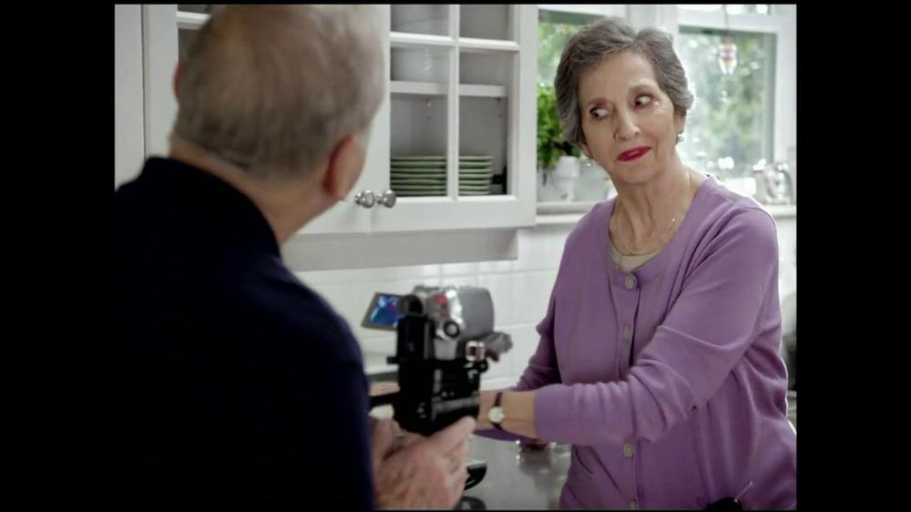 Viva Towels Tough When Wet TV Spot, 'Kitchen' Featuring Mike Rowe - Screenshot 5