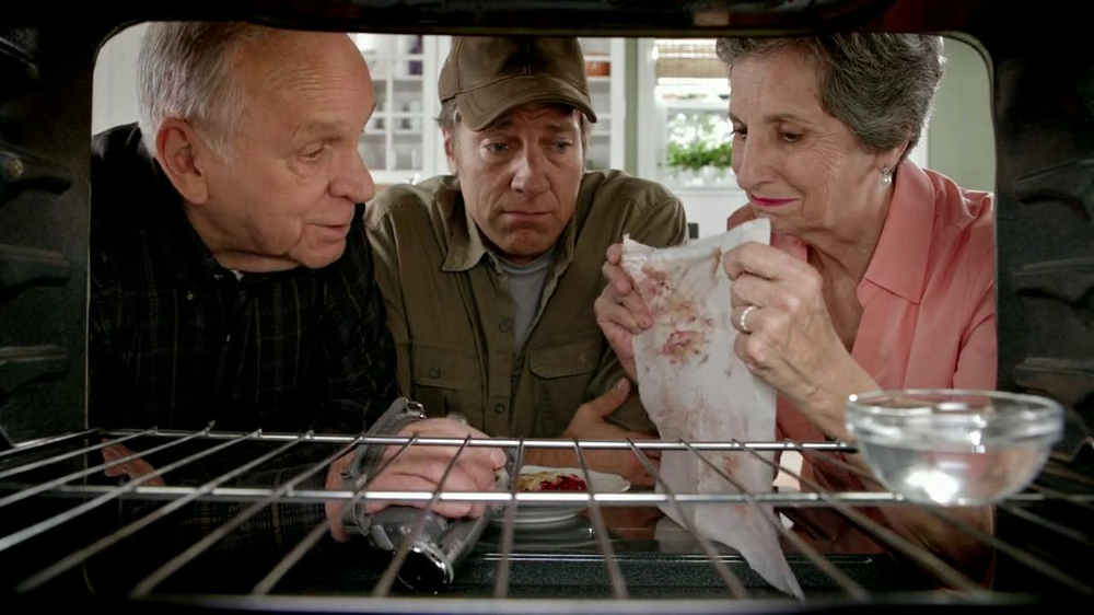Viva Towels TV Spot, 'Viva Dare: Oven' Featuring Mike Rowe - Screenshot 7