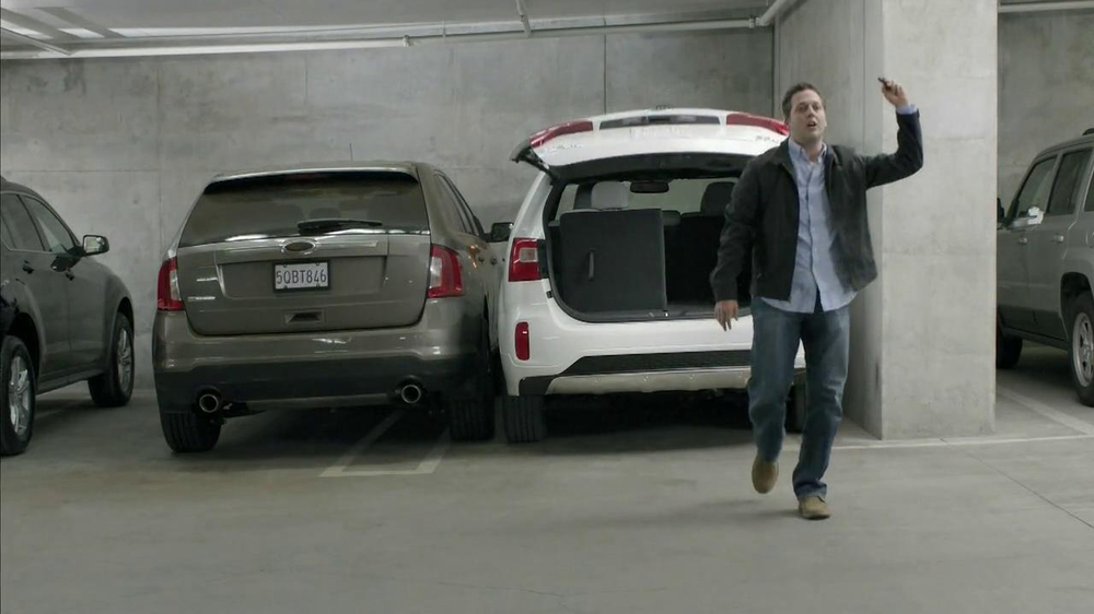 2014 Kia Sorento TV Spot, 'Parking Spot: Like a Glove' Song by Bobby Day - Screenshot 9