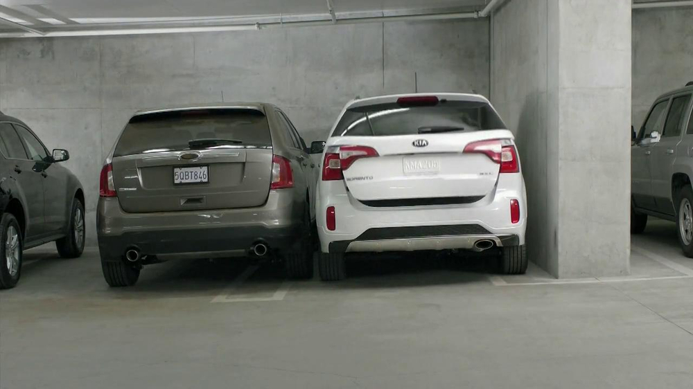 2014 kia sorento tv spot 39 parking spot like a glove. Black Bedroom Furniture Sets. Home Design Ideas
