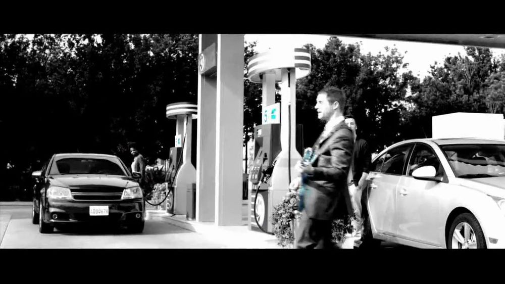 Chase Freedom TV Spot, '5% Back on Gas' Original Song by Kenny Loggins - Screenshot 4