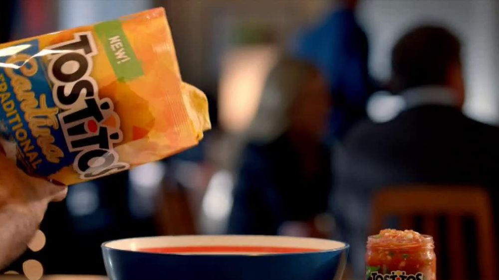 Tostitos Cantina Chips TV Spot, 'Mexican Restaurant' - Screenshot 1