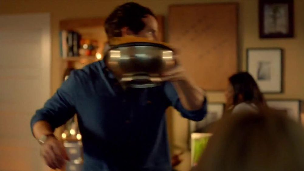 Tostitos Cantina Chips TV Spot, 'Mexican Restaurant' - Screenshot 2