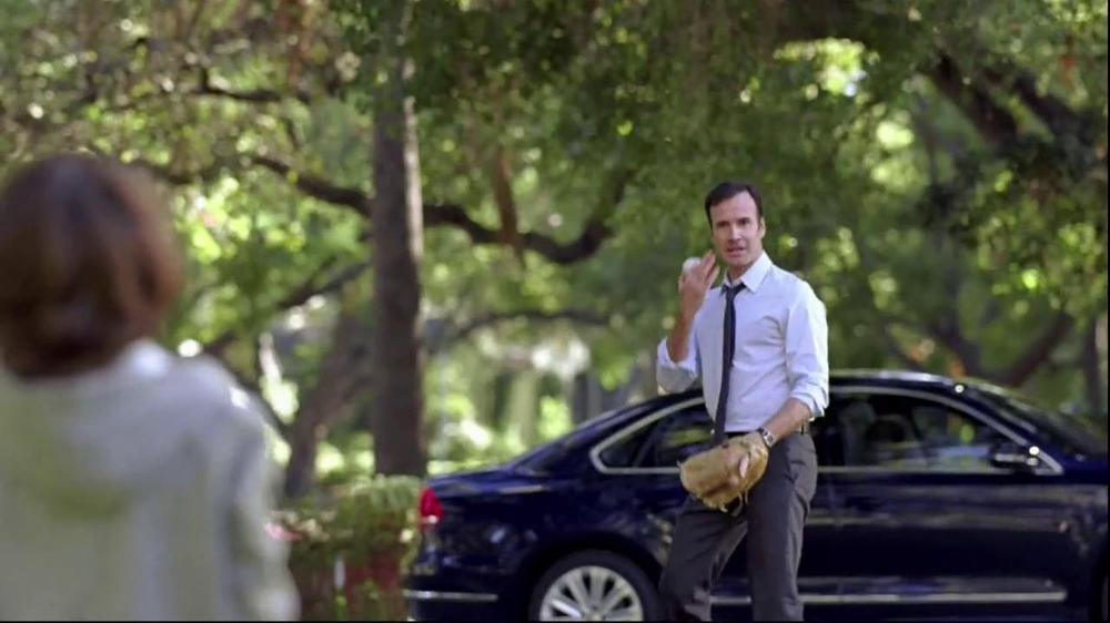 Volkswagen Passat TV Spot, 'Playing Catch' - Screenshot 4