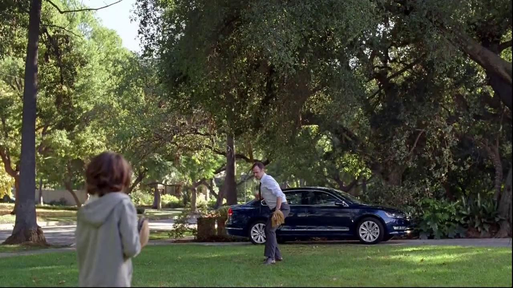 Volkswagen Passat TV Spot, 'Playing Catch' - Screenshot 5