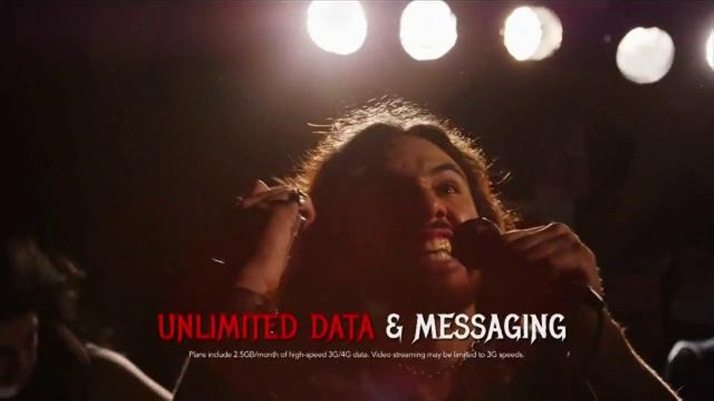 Virgin Mobile Galaxy S5 TV Spot, 'Metal Band' - Screenshot 6