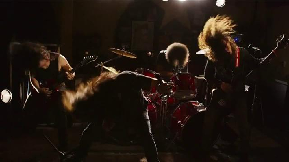 Virgin Mobile Galaxy S5 TV Spot, 'Metal Band' - Screenshot 7
