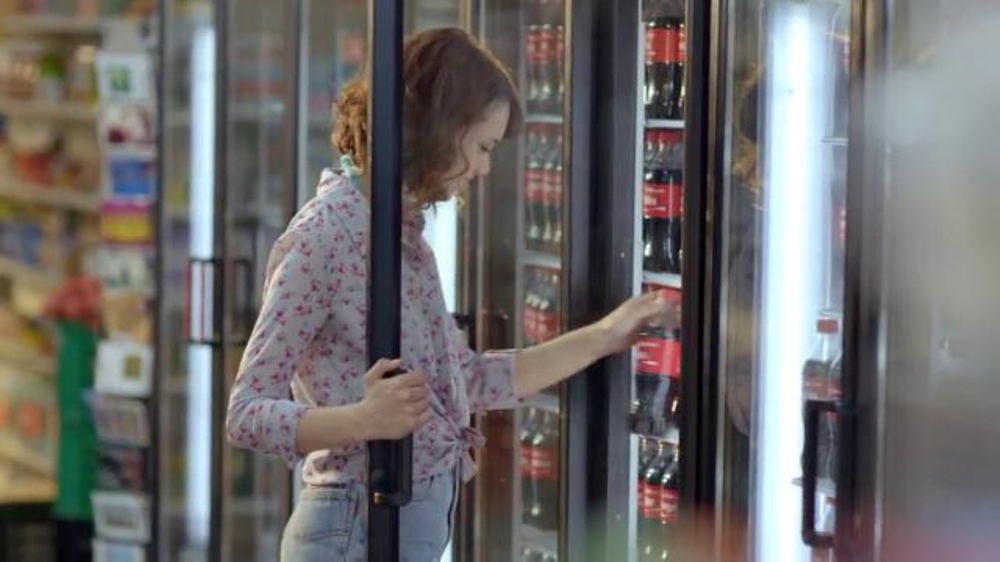 Coca-Cola TV Spot, 'Share a Coke' Song by Trimountaine - Screenshot 2