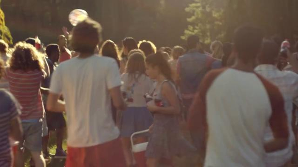 Coca-Cola TV Spot, 'Share a Coke' Song by Trimountaine - Screenshot 6