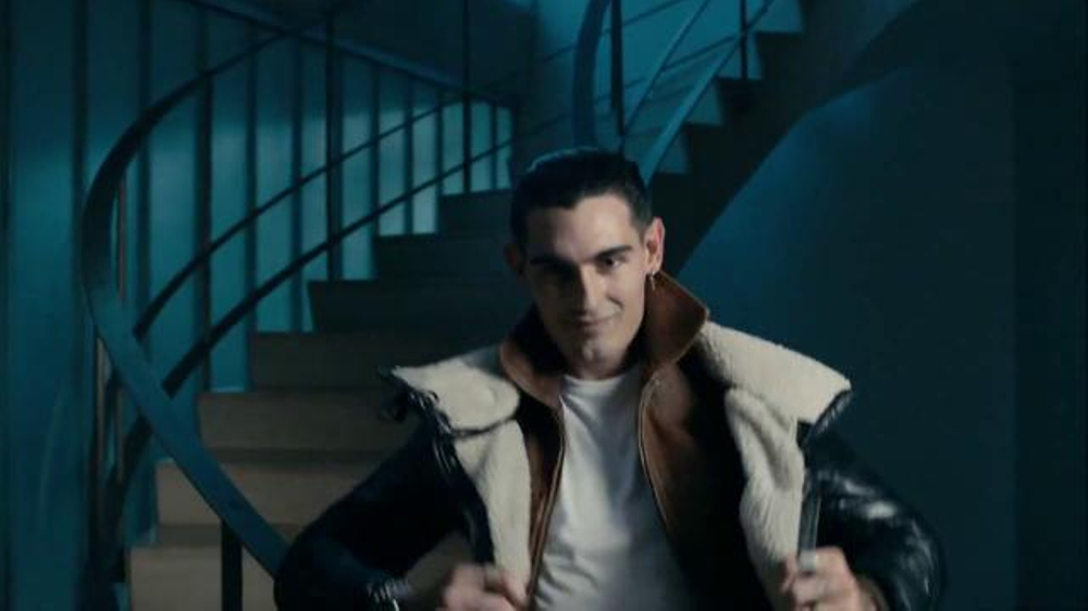 Axe 48-Hour Charge Up Protection TV Spot, 'Two Jackets ...