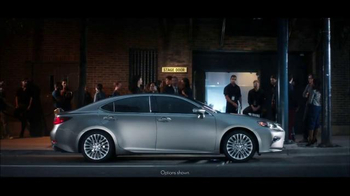 2016 Lexus ES 350 TV Spot, 'Stage Door'
