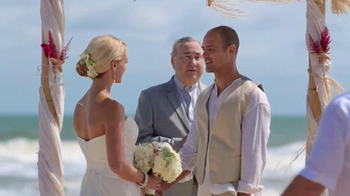 GEICO TV Spot, 'Helzberg Diamonds: Beach Wedding'