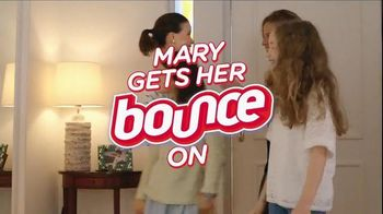 Bounce TV Spot, 'Mary: For Less Static, Less Wrinkles and More Freshness'