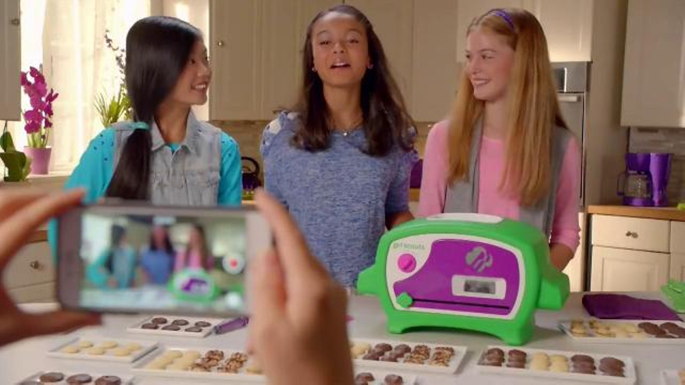 Girl Scouts Cookie Oven TV Commercial, 'Thin Mints' - iSpot.tv