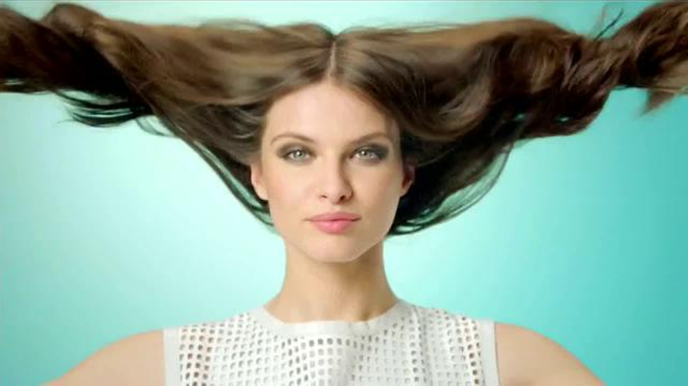 Garnier Fructis Grow Strong TV Commercial, 'Cabello más largo ...