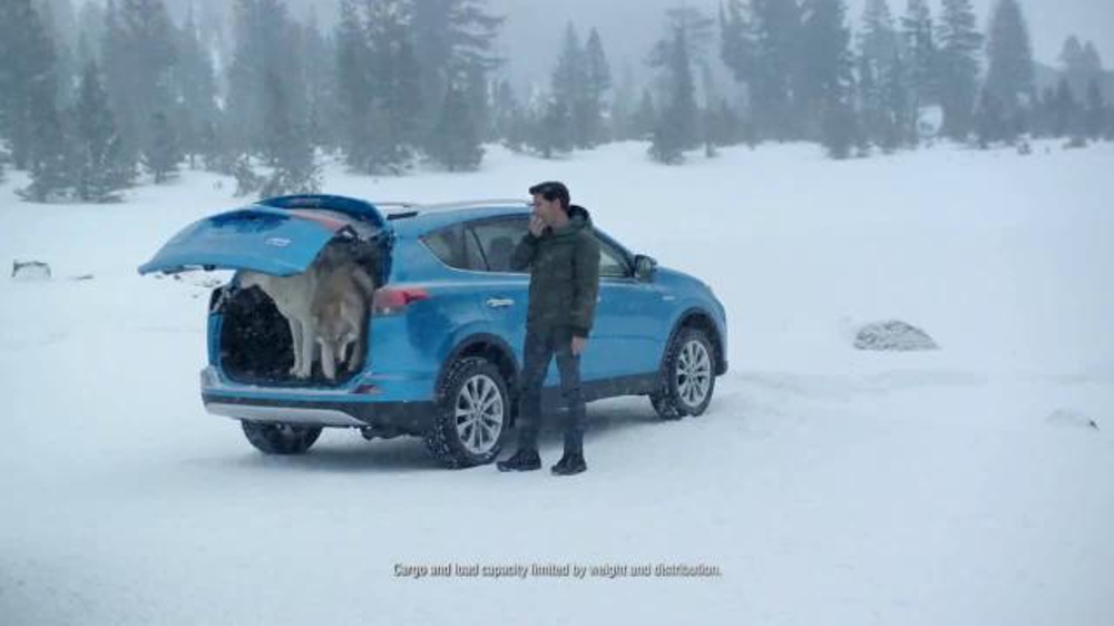 Toyota RAV4 Hybrid TV Spot, 'Wolf Pack' Featuring James Marsden - Screenshot 6
