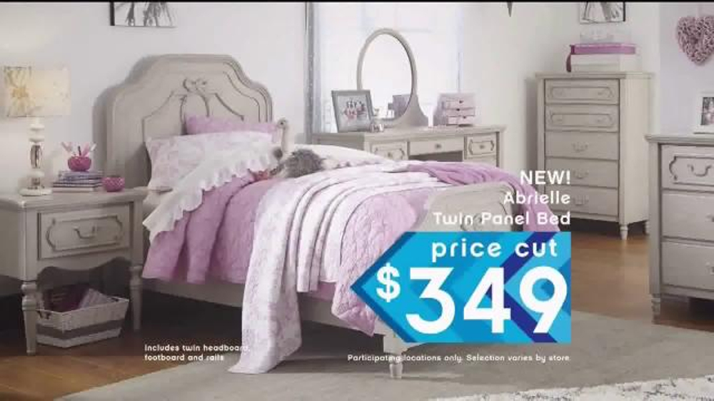 Ashley Furniture Homestore Veterans Day Sale TV mercial