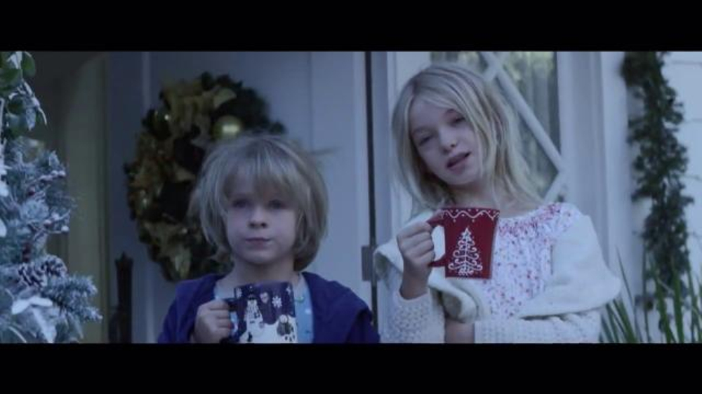 Mercedes benz winter event tv commercial 39 early risers for Mercedes benz christmas commercial