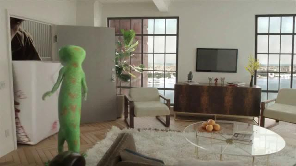 GEICO TV Spot, 'Small New York Apartment' - iSpot.tv