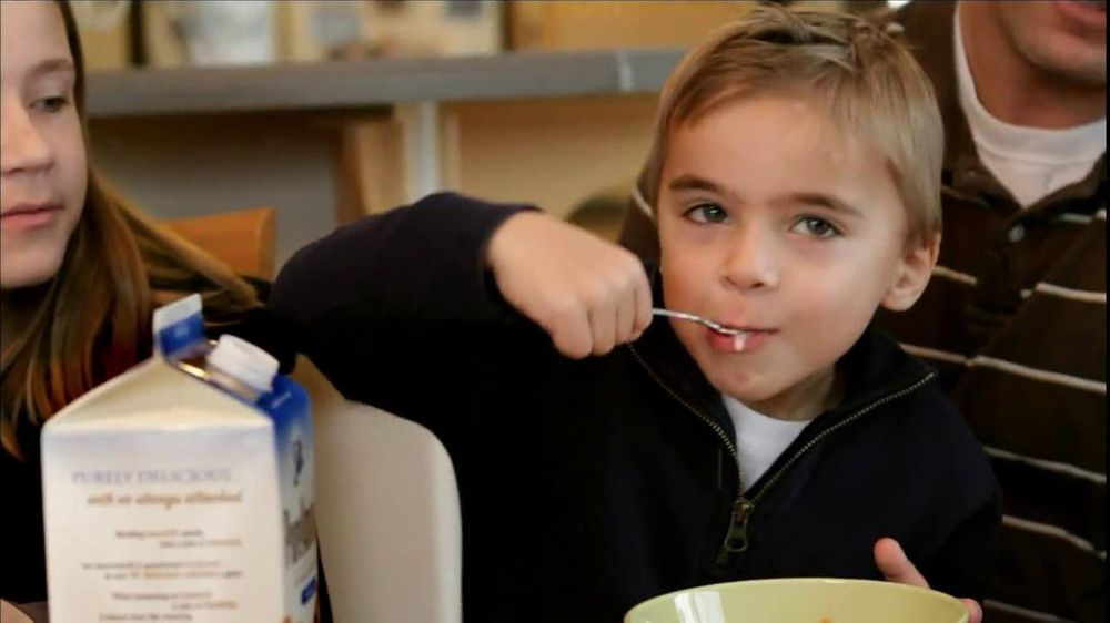 Silk Soy and Silk Pure Almond Milk TV Spot, 'Cereal' - Screenshot 2